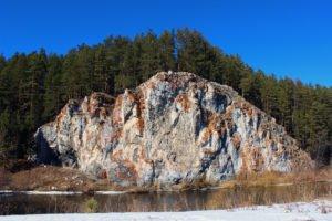 Белая скала на реке Реж