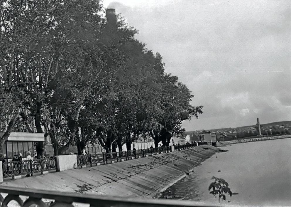 Обновленная Режевская плотина с тополями, которые помнят еще многие режевляне
