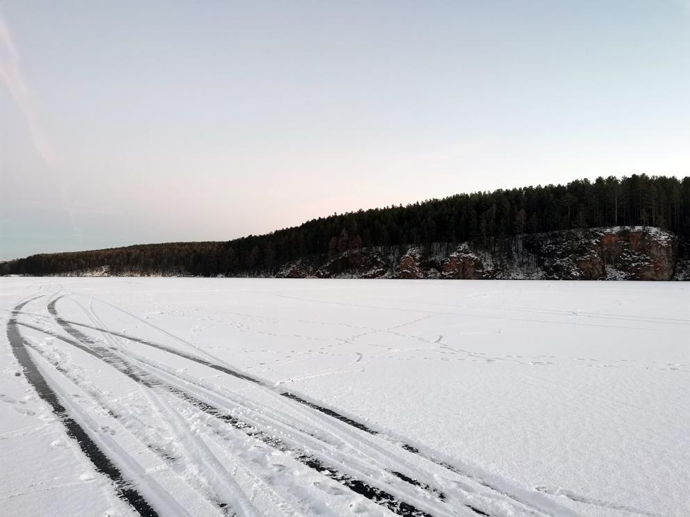 Скалы Пять братьев. Вид с зимнего пруда