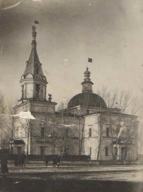 Первые годы советской власти. Красные флаги над Богоявленским храмом в Реже